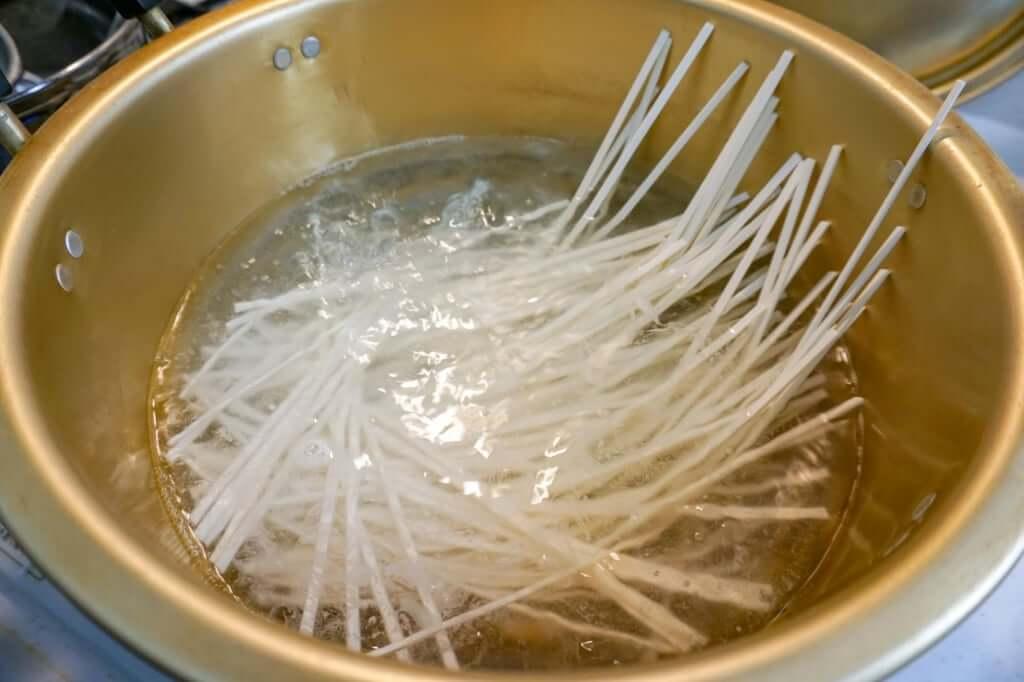 麺が沈む_うどん県のうどん_讃岐物産_2019-04-28