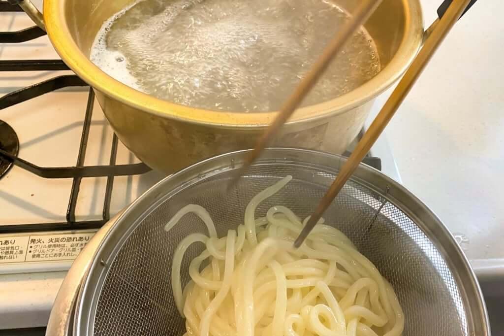 ざるにあげる_日の出製麺所_2020-04-25