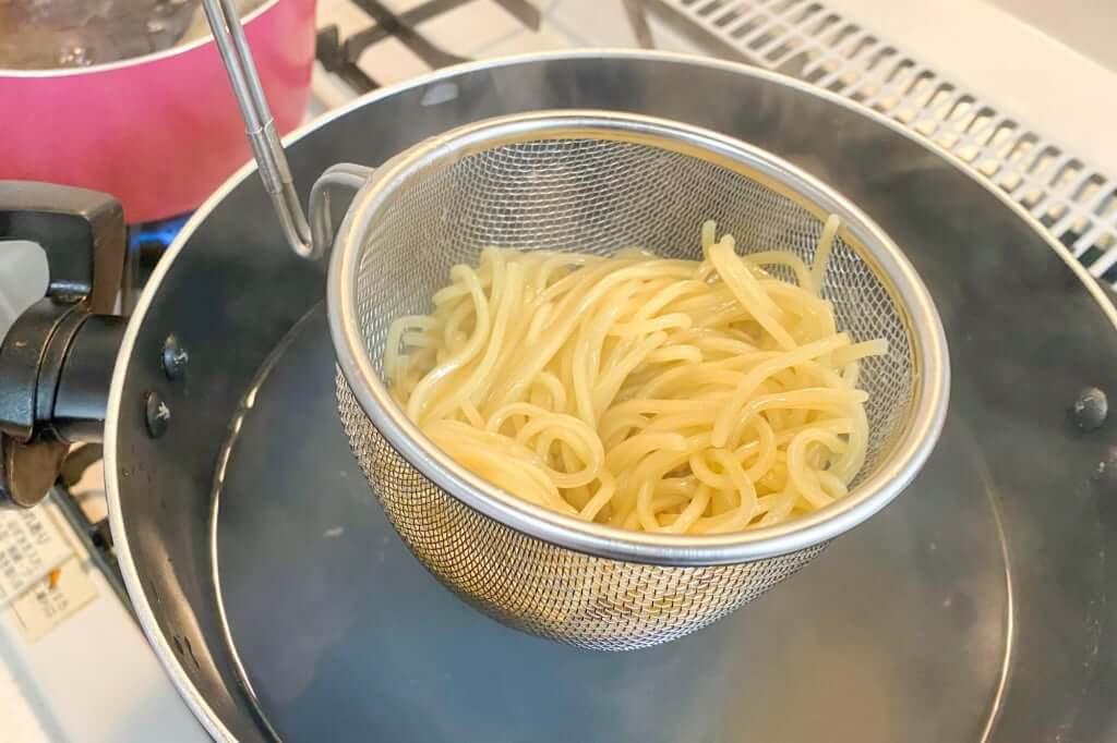 麺をとる_麺屋KENJU 醤油ベジ・ハーブラーメン_2020-05-02