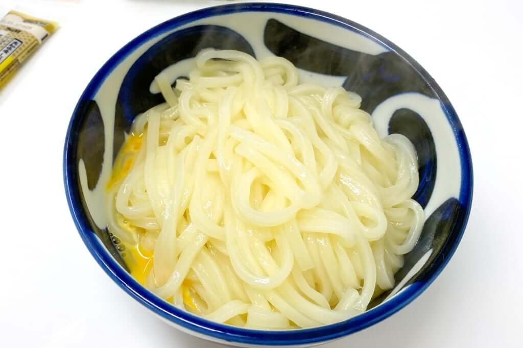 麺を入れた_さぬきうどんの亀城庵_2020-05-06