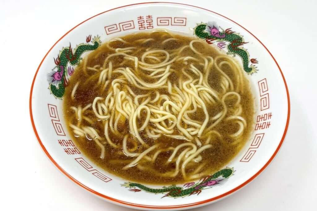 麺を入れる_本家 第一旭 新宿店 ラーメン_2020-06-07