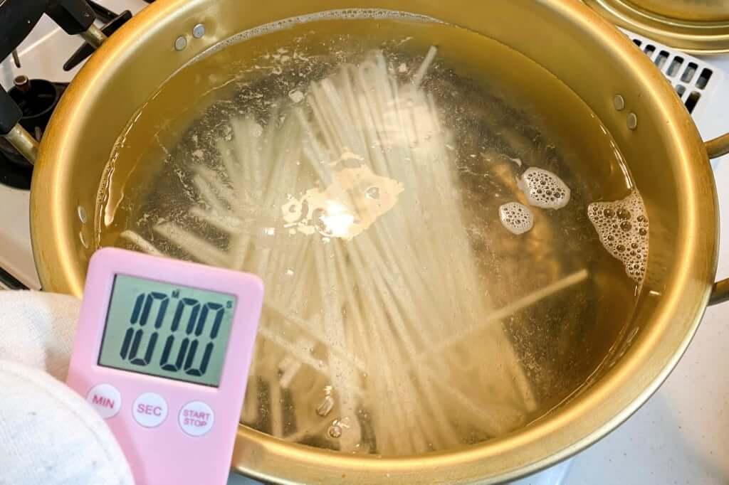 麺を茹でる_石丸製麺_技の極み讃岐うどん_2020-05-29