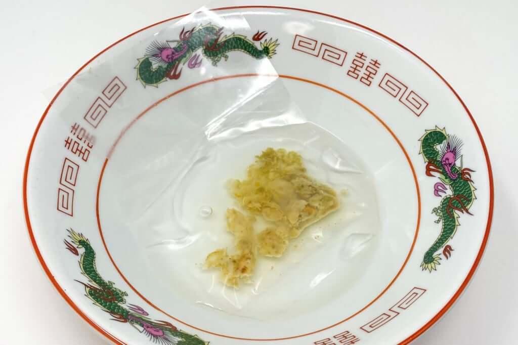 ホタテの香味油を解凍する_麺場voyage_帆立キノコ潮味_2020-06-22