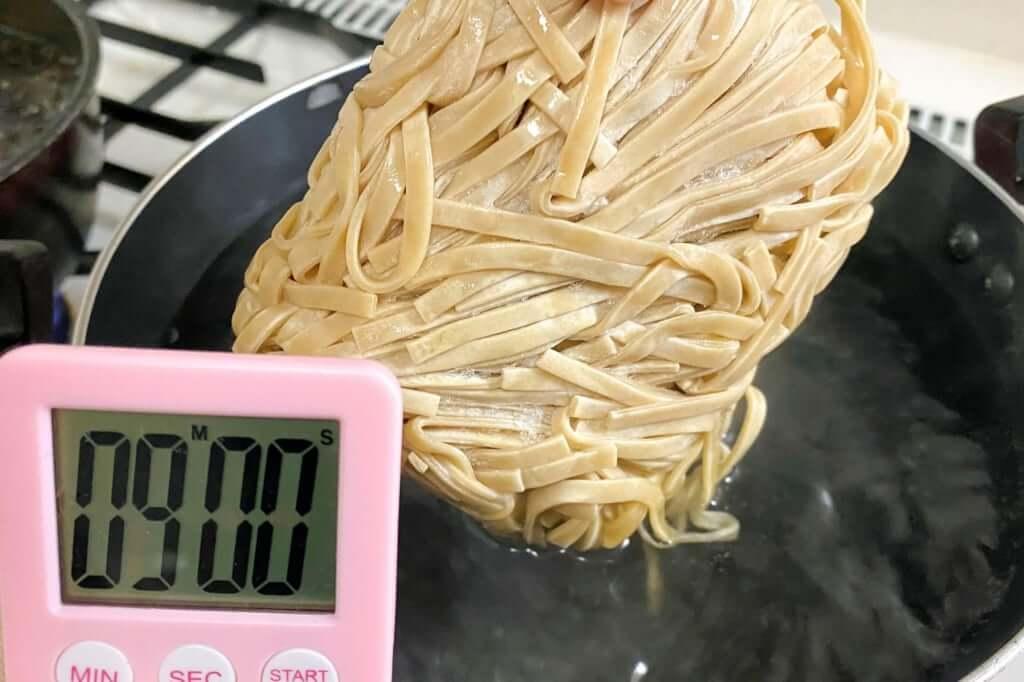 麺を茹でる_つけ麺_ラーメンフクロウ_2020-10-10