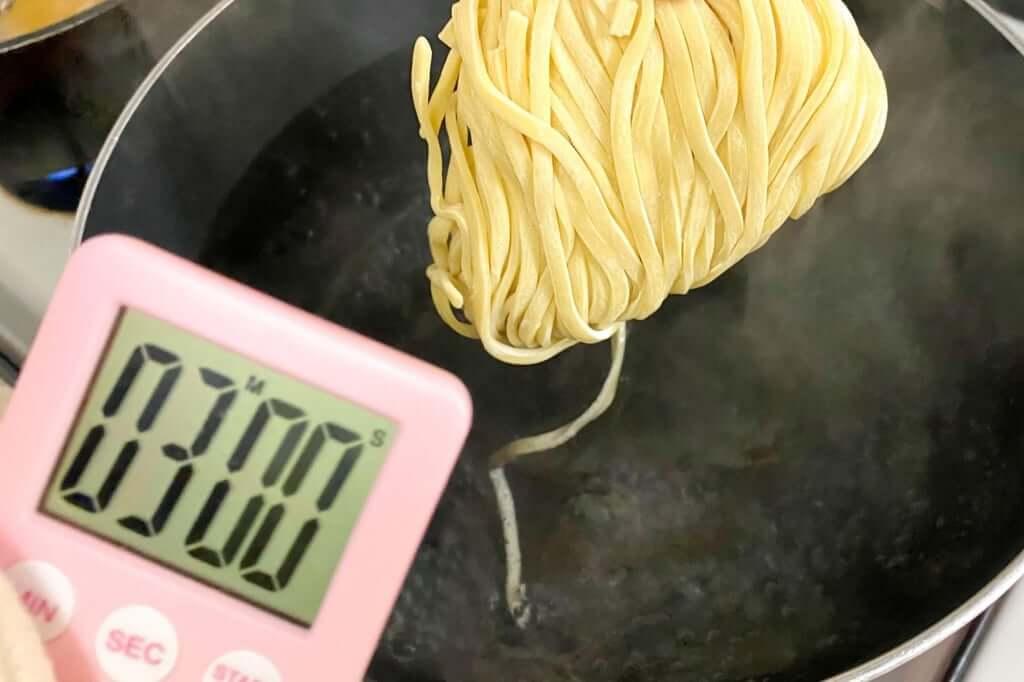 麺を茹でる_暴君RA-MEN_横浜家系作田家_宅麺_2020-09-21
