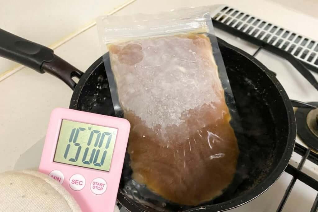 スープを湯煎する_暴君RA-MEN_横浜家系作田家_宅麺_2020-09-21