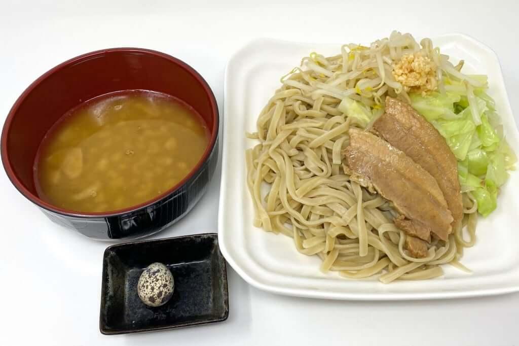 盛り付ける_つけ麺_ラーメンフクロウ_2020-10-10
