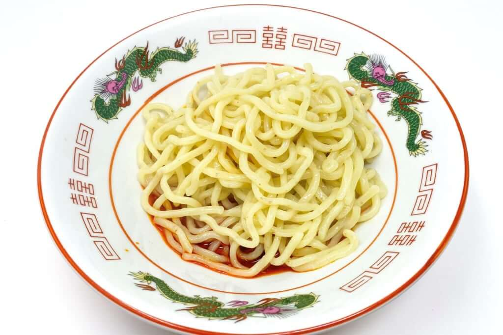 麺を丼に入れる_汁なし担々麺_自家製麺ほうきぼし_2020-10-28