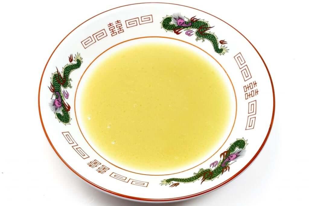 丼にスープを入れる_麺処_若武者_濃厚福島鶏白湯_2020-12-27
