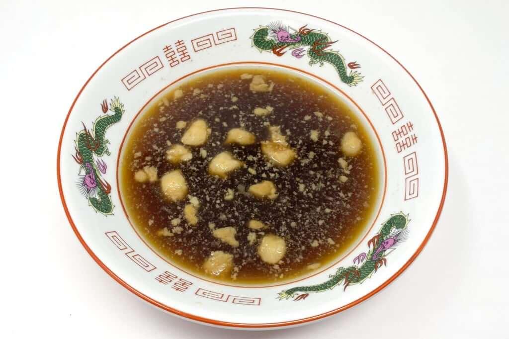 スープを丼に入れる_尾道ラーメン_喰海_尾道ラーメン_2020-11-14