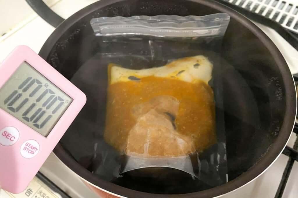 スープを湯煎する_麺屋音別邸_炙り濃厚味噌_2020-12-27