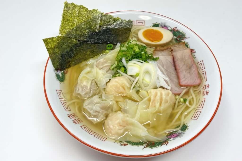盛り付ける_八雲_特製ワンタン麺_白_2020-11-24