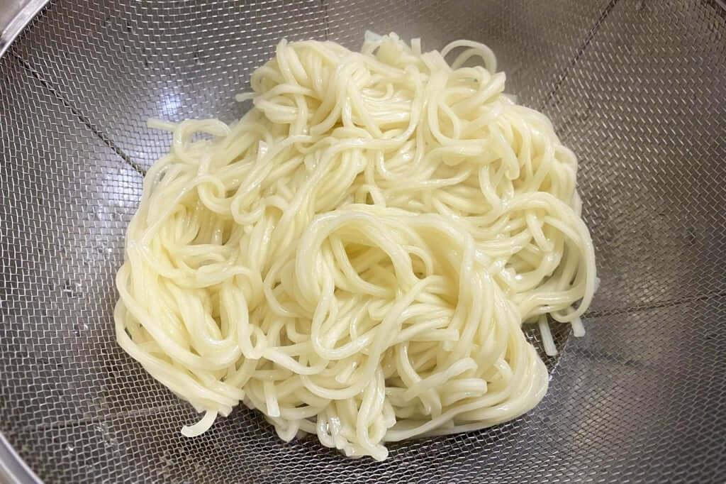 麺を茹でる_尾道ラーメン_喰海_尾道ラーメン_2020-11-14