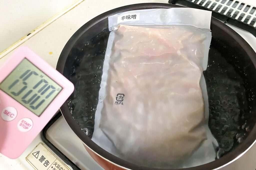 スープを湯煎する_味噌麺処_花道_辛味噌ラーメン_2020-12-27