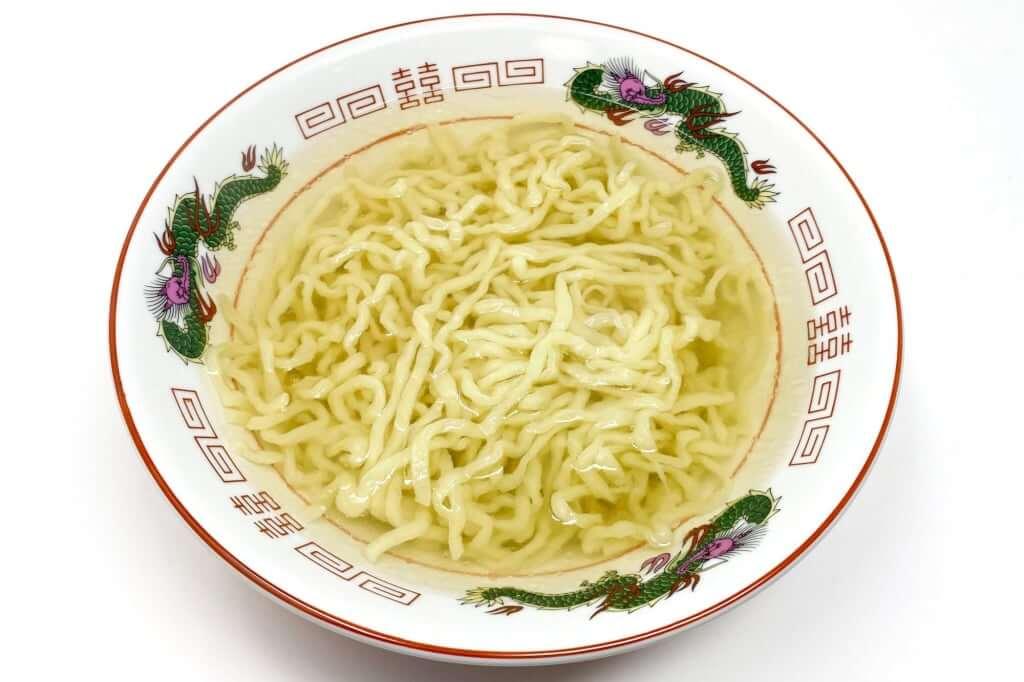 器に麺を入れる_会津らぁ麺_うえんで_塩らぁ麺_2021-01-10