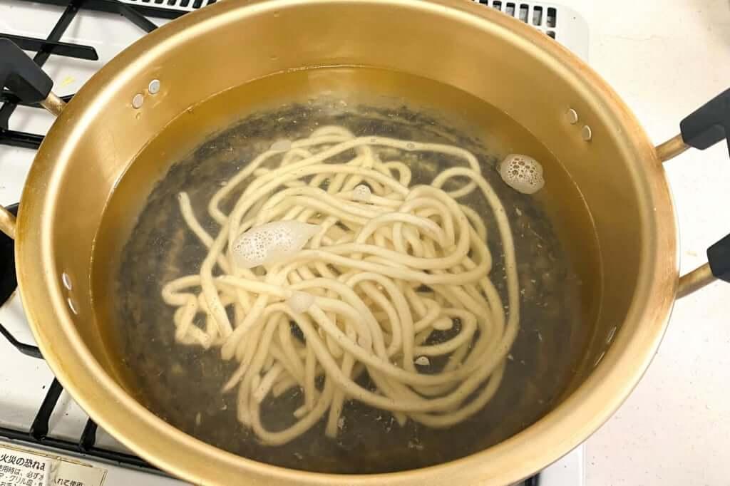 最初は麺が沈む_麺紡の通販うどん_2021-03-29